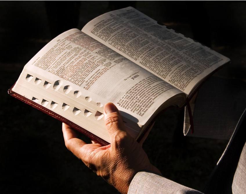 Mari Membaca Alkitab � Majalah DIA